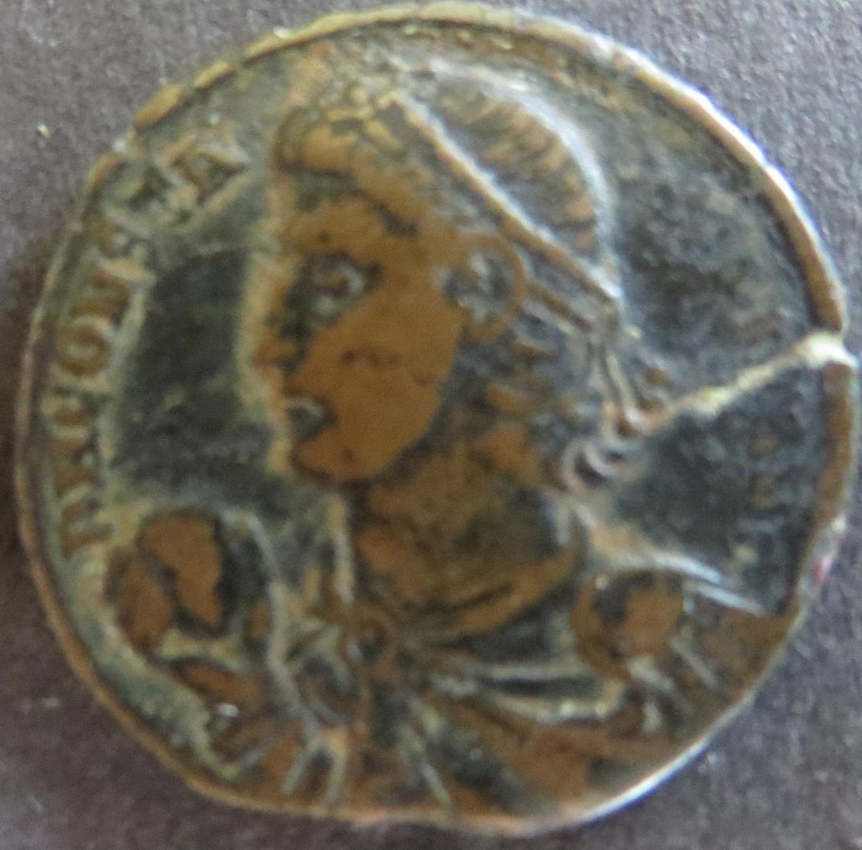 Römische Münze Constans 333-350 Maiorina RS: Gefangener wird aus Hütte geschlept 1