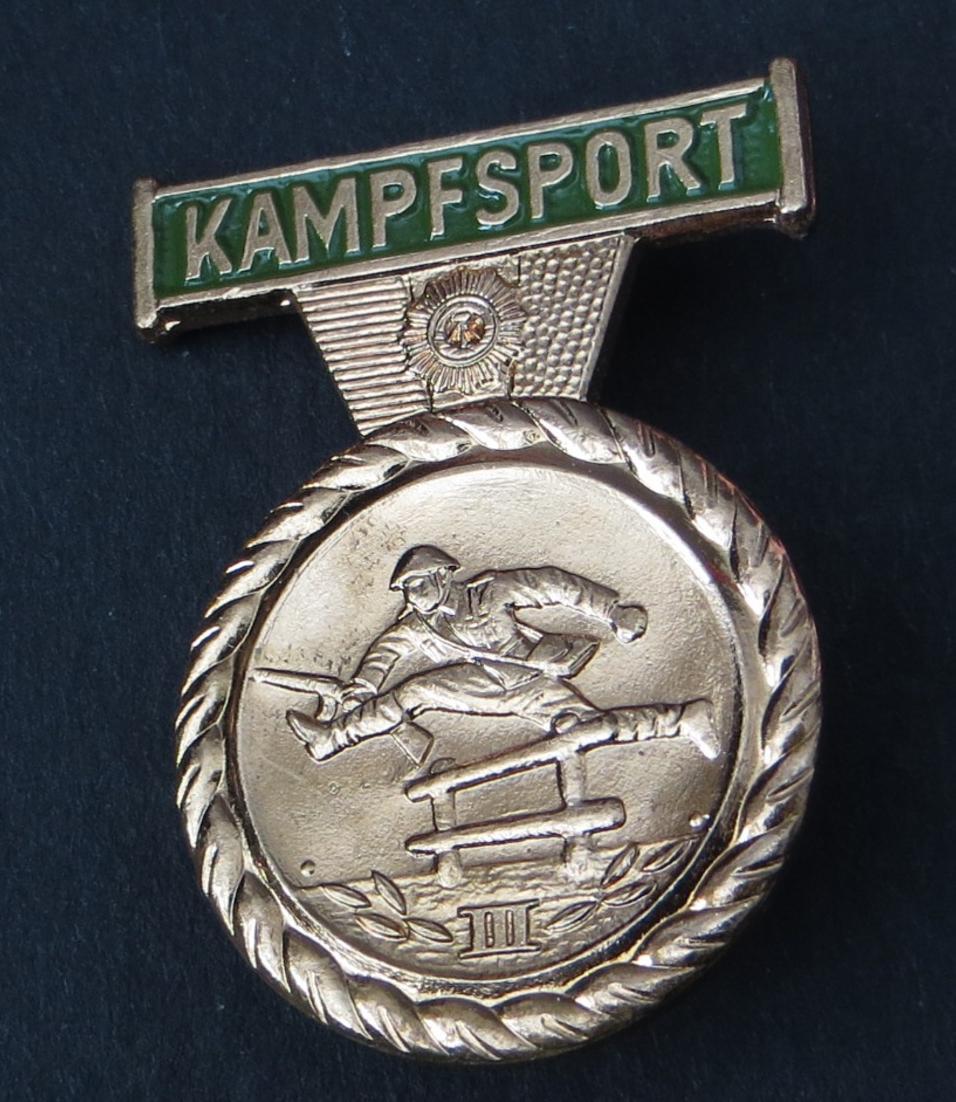 DDR Ostalgie Kampfsportabzeichen Stufe III Bronze Ansteck-Pin neuwertig 0