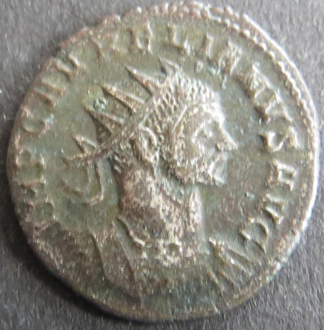 Römische Münze Aurelianus 270-275 Antoninian RS: Frau reicht Herrscher Kranz s