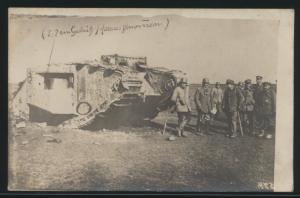 Militaria Foto Ansichtskarte Panzer Soldaten ungelaufen Geschütz herausgenommen