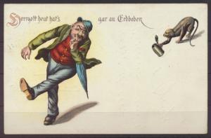 Litho Ansichtskarte Künstlerkarte Herrgott heut hats gar an Erdbeben Affe Bier-