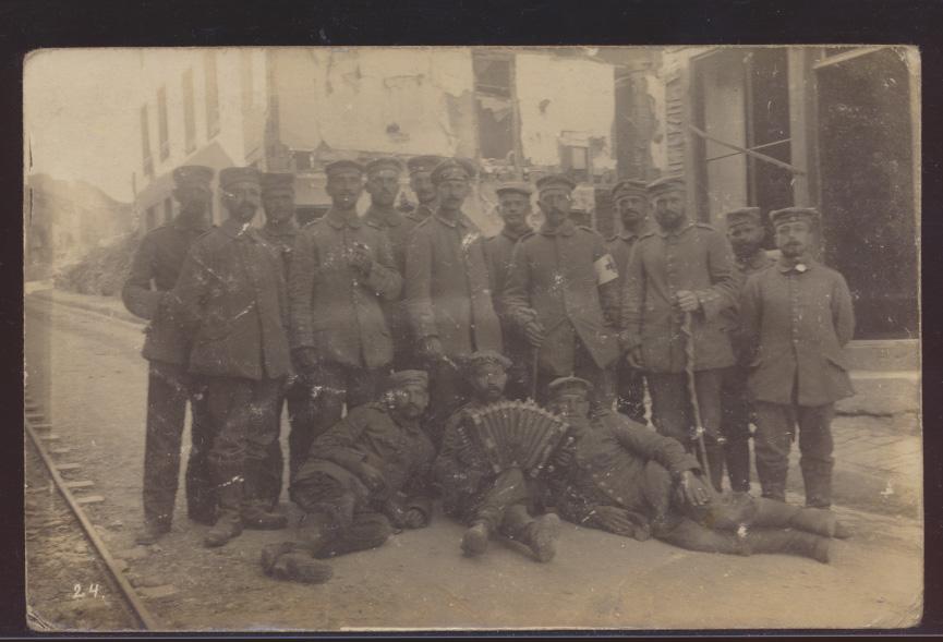 Militaria Foto Ansichtskarte Soldaten Feldpost I. Weltkrieg 0
