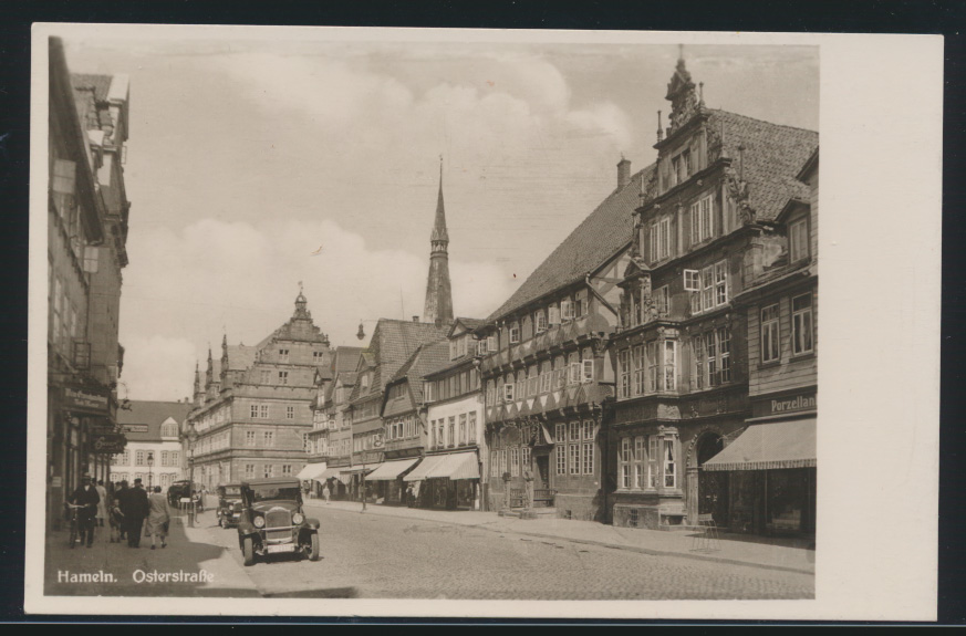 Ansichtskarte Hameln Osterstraße mit Museum und Hochzueitshaus Auto  0
