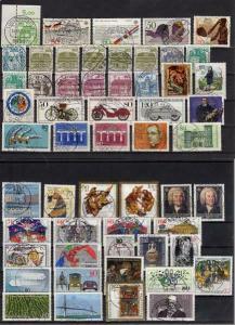 BRD: LOT mit 100 fast verschiedenen Briefmarken, sauber gestempelt