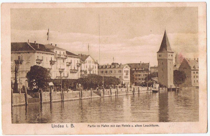 Lindau Bodensee Partie im Hafen mit den Hotels und altem Leuchtturm Promenade