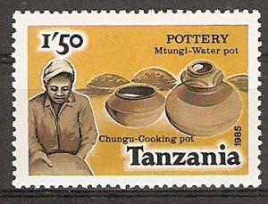 Tansania 276 ** Töpferwaren (2015798)