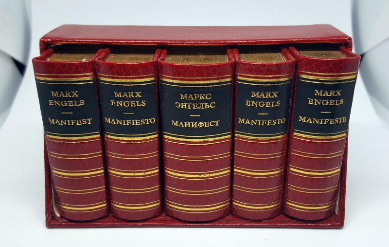 Manifestes der Kommunistischen Partei von Karl Marx und Friedrich Engels in 5 Sprachen, Goldschnitt oben