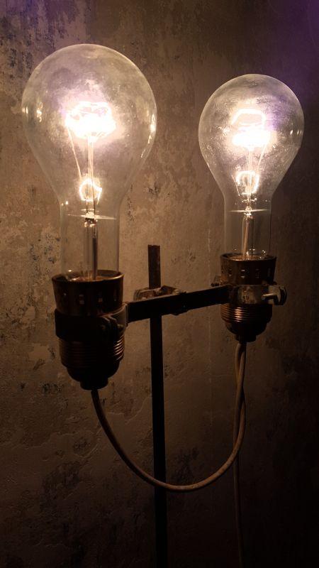 Handgefertigte Stehlampen im Industrial Design, 150-155cm hoch, funktionstüchtige Unikate.