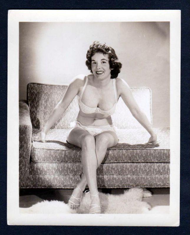 Unterwäsche couch Sofa lingerie Erotik nude vintage Dessous pin up Foto photo