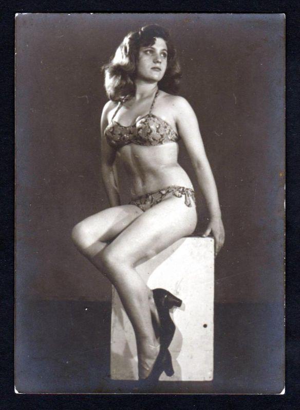 Unterwäsche lingerie Erotik nude vintage Dessous pin up Foto photo Kiste