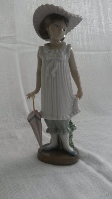 NAO von Lladro Porzellanfigur Mädchen mit Schirm  \