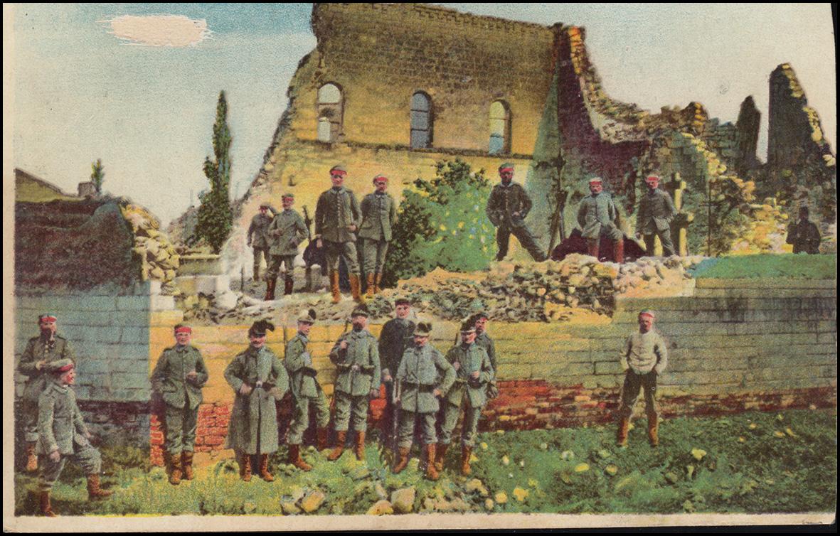Ansichtskarte I. Weltkrieg: Soldaten, zerstörtes Haus, 5.3.1916 - beschnitten