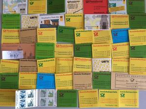 Deutschland - Markenheftchen-Kollektion, circa 50 verschiedene postfrisch **