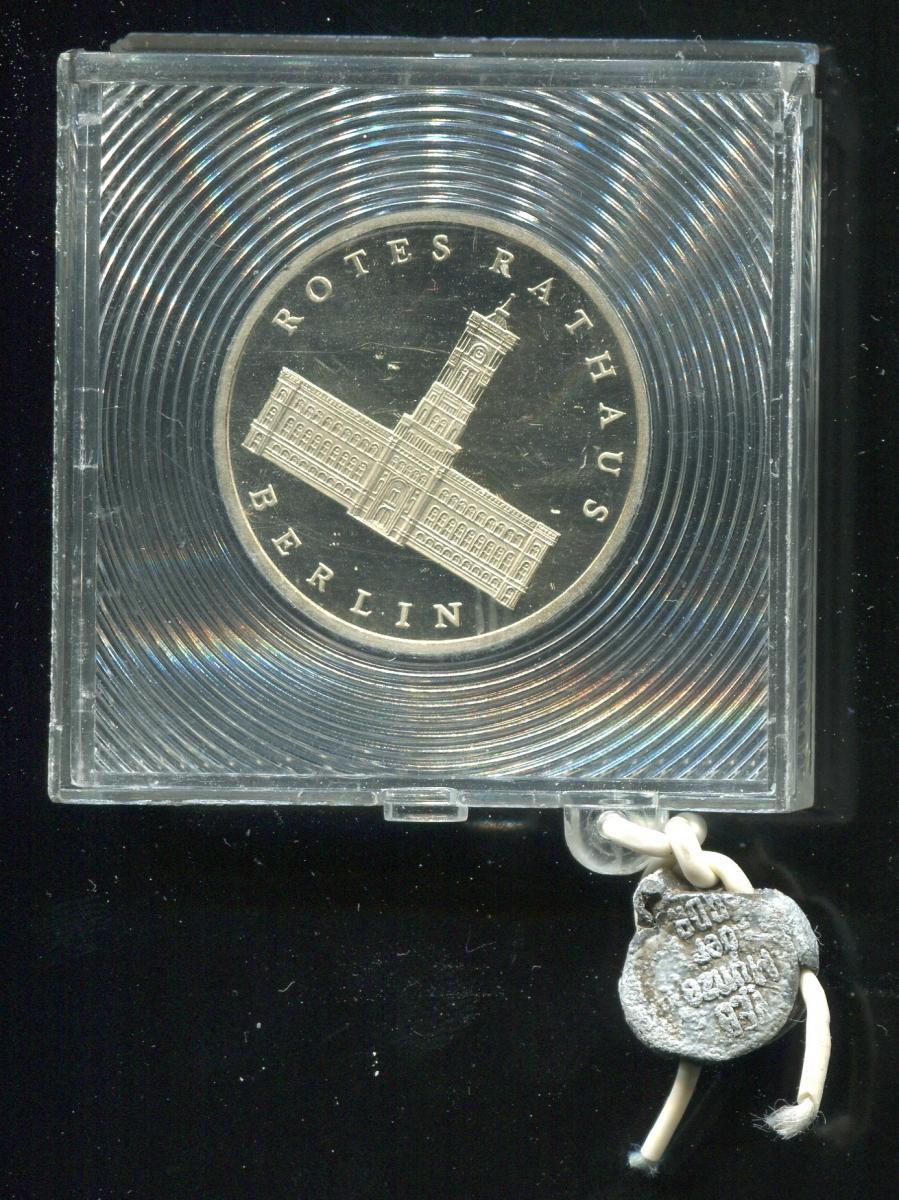 DDR Gedenkmünze Rotes Rathaus, 1987, Spiegelglanz PP in verplombter Kapsel 0