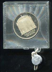 DDR Gedenkmünze Zwinger Dresden, 1985, Spiegelglanz PP in verplombter Kapsel