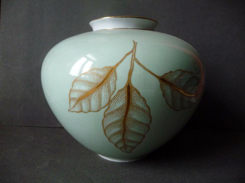 Niedrige bauchige Vase  mit Blattmuster / Weimar Porzellan ca. 1960