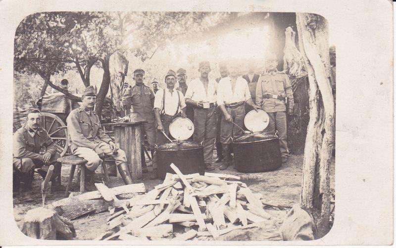 Orig. Foto Soldaten im Lager Kessel Holz Feldküche / Galizien WK I 1915