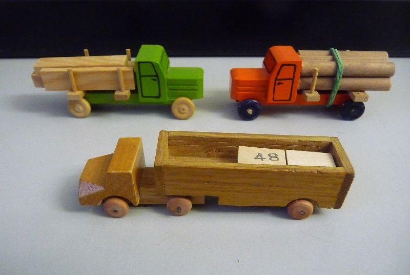 3 Spielzeug-Lastwagen Holzspielzeug Erzgebirge
