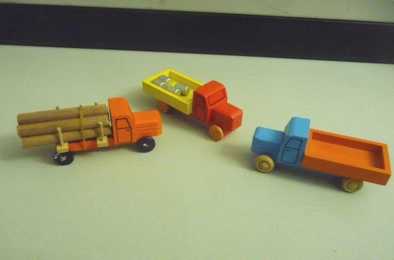 3 kleine Holz-LKWs Laster Spielzeug / Holzspielzeug Erzgebirge