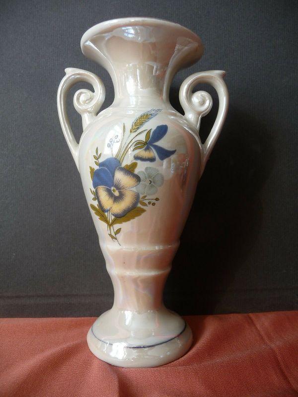 Kleine Vase Amphorenvase Henkelvase Blumendekor irisierende Glasur