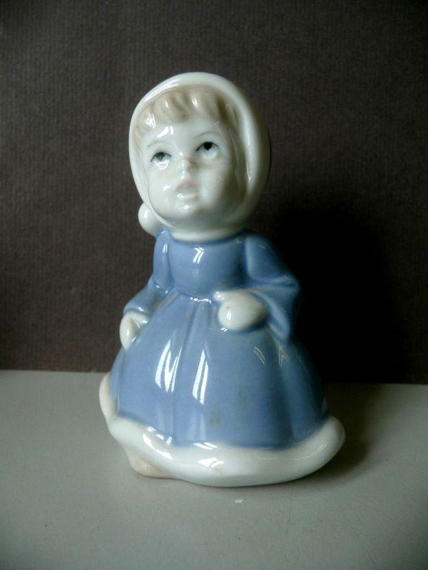 Kleine Porzellanfigur Mädchen mit Bommelmütze Holländerin