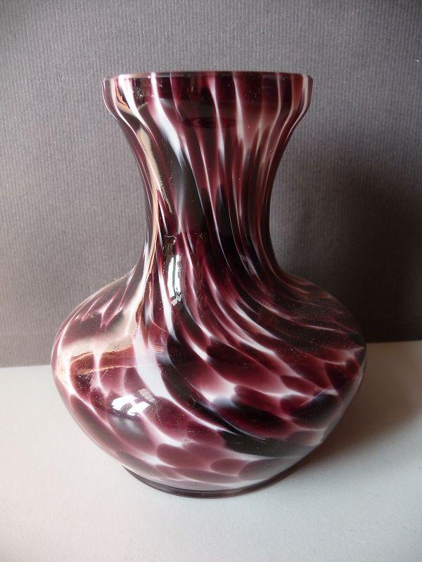Wunderschöne kleine Glasvase mauve purpur