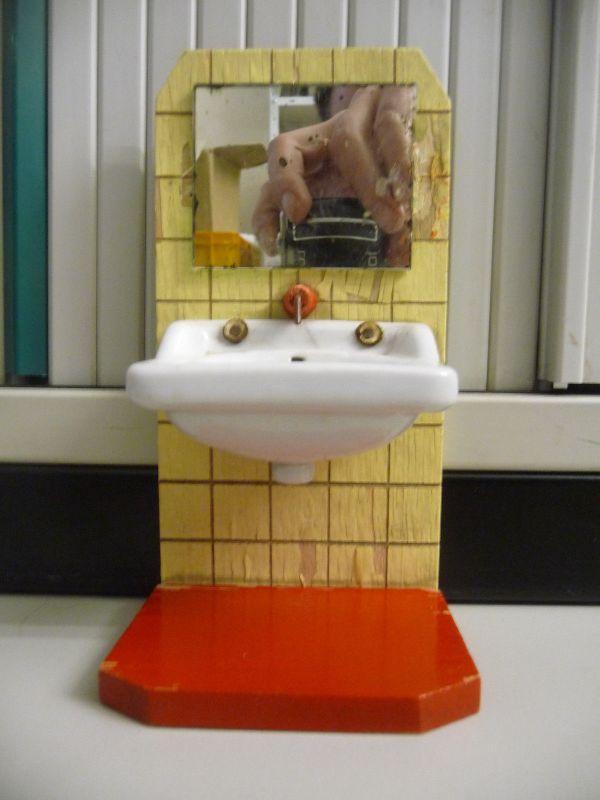 Waschbecken mit Spiegel für Puppenstube DDR