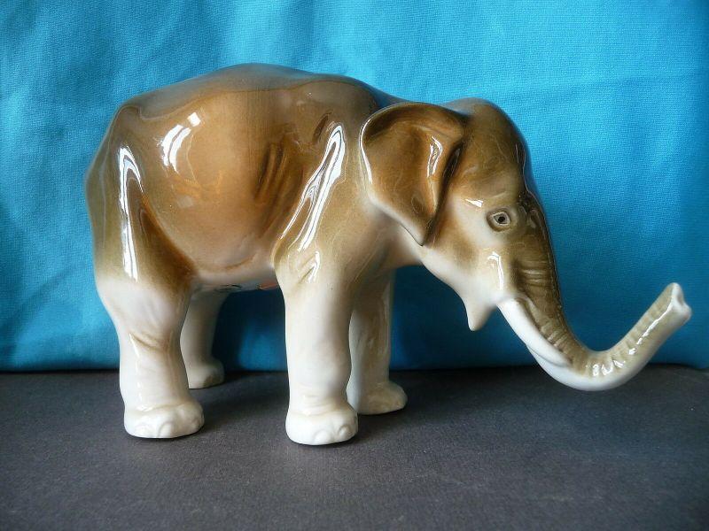 Porzellanfigur Tierfigur Elefant 13 cm / Royal Dux Bohemia
