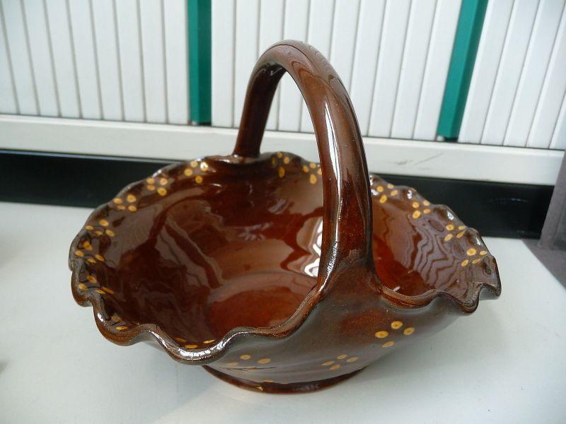 Blumenkörbchen Körbchen aus brauner Keramik