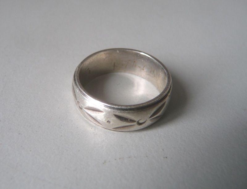 Silberring gemustert