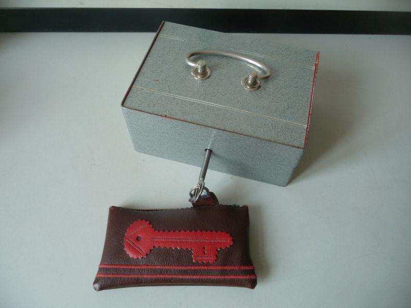 Geldkassette grau verzinkt mit Einsatz Schlüssel DDR