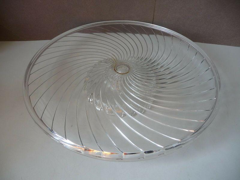 Tortenplatte aus Glas mit flachem Fuß