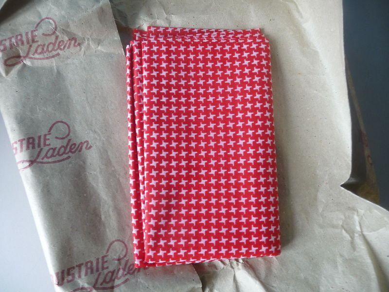Kunstfaserstoff Tuch rot-weiß 90 x 150 aus DDR Industrieladen VEB Modedruck Gera