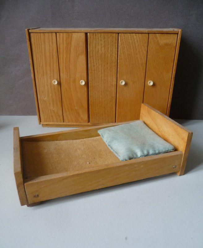 2 x Puppenmöbel Schrank und Bett Schlafzimmer Puppenstube