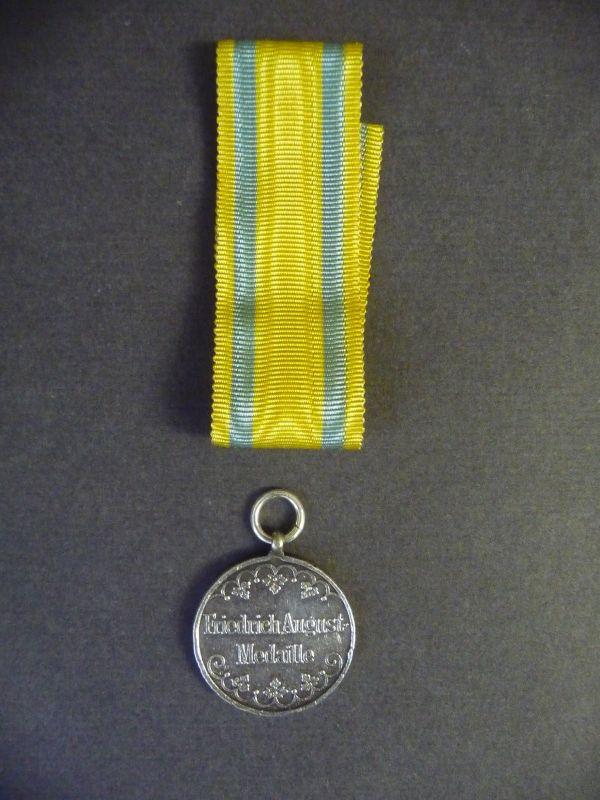 Friedrich-August-Medaille Silber mit Bandabschnitt Sachsen Orden