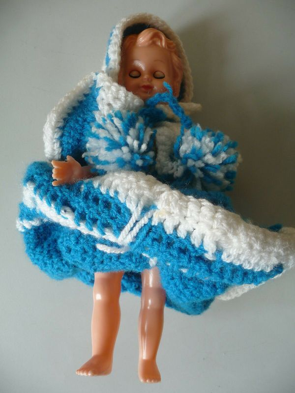 Kleine Puppe aus Kunststoff blaues Kleid / Made in Italy 1