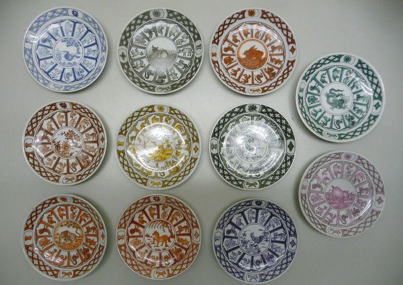 Serie von 11 Sammeltellern Chinesische Sternzeichen Tierkreiszeichen