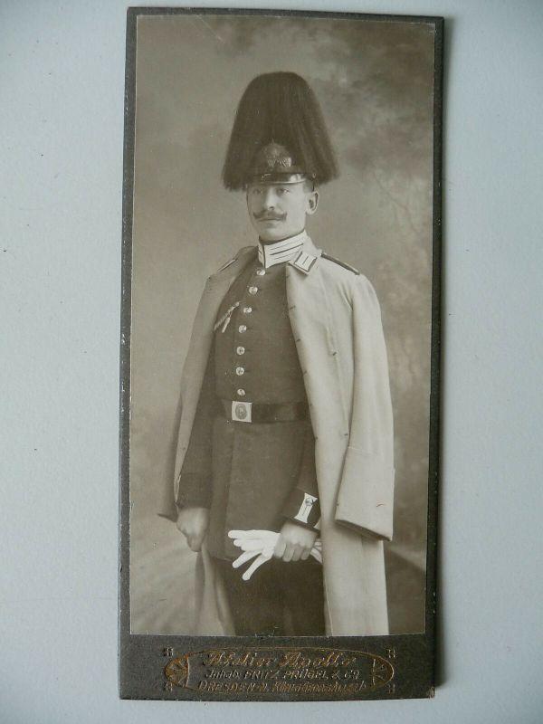 Orig. Foto CDV Soldat Uniform Mantel Helm mit Busch Dresden ca. 1910