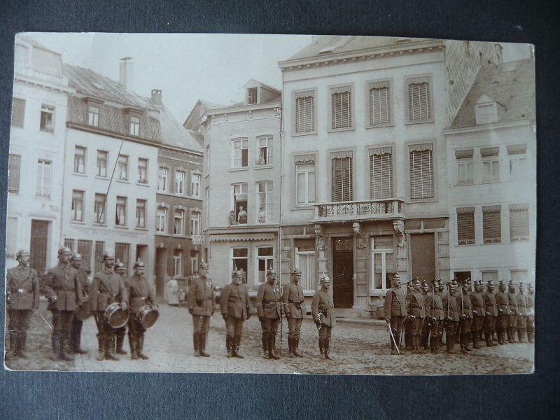 Orig. Foto Soldaten auf Marktplatz Frankreich? Erster Weltkrieg