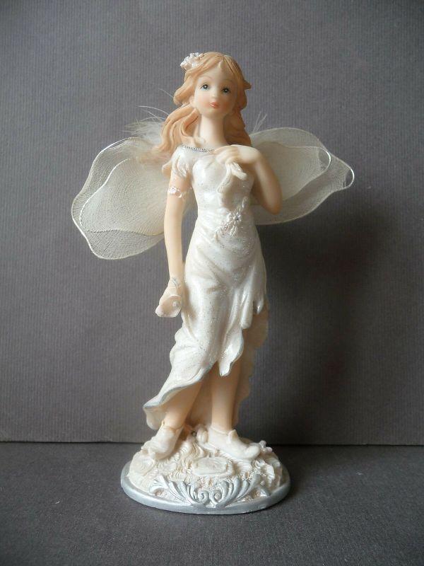 Dekofigur Elfe mit Flügeln Kunstharz 16 cm