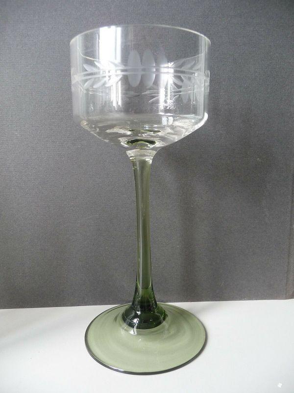 Römer Stielglas Trinkglas mit grün gefärbtem Fuß
