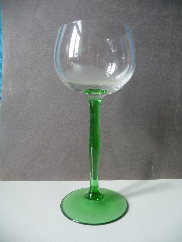 Weinglas Römer Rotweinglas mit hohem grünen Stiel