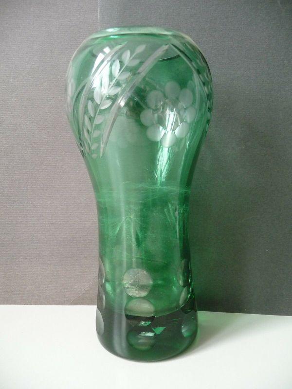 Hübsche grüne Vase Glas DDR-Design