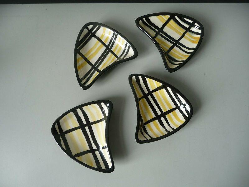 4 kleine Keramikschalen dreieckig originelles Design 1950er