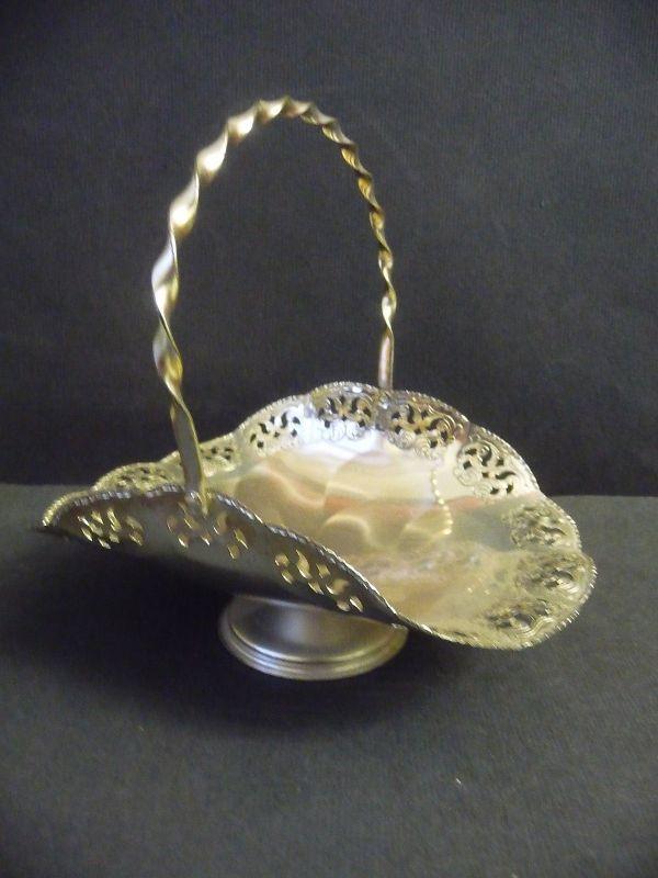 Blumenkörbchen aus Metall Durchbruchrand