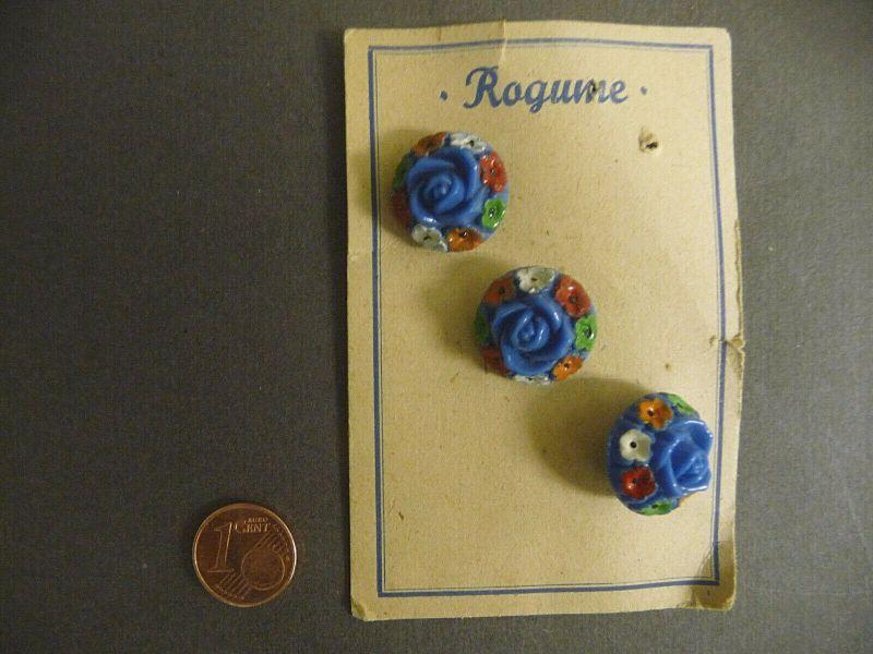 3 alte böhmische Glasknöpfe auf Musterkarte Knopf