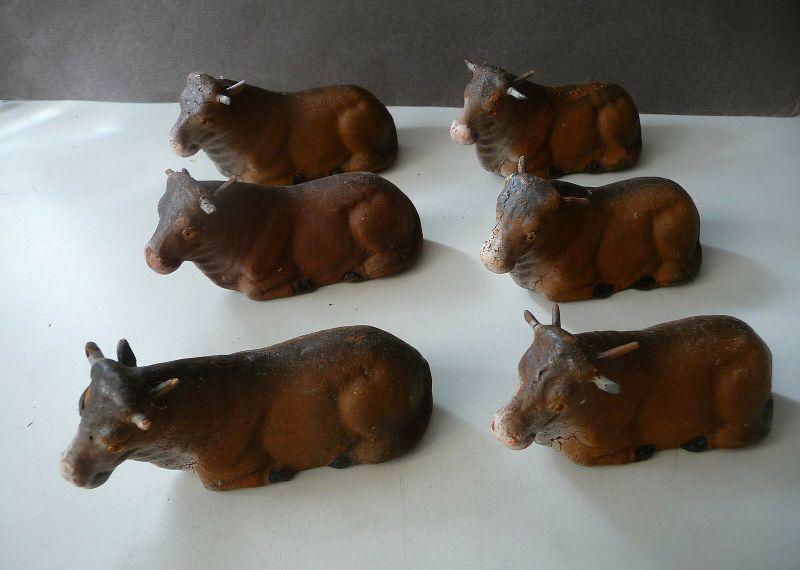 6 Figuren Kühe liegend aus Pappmaché