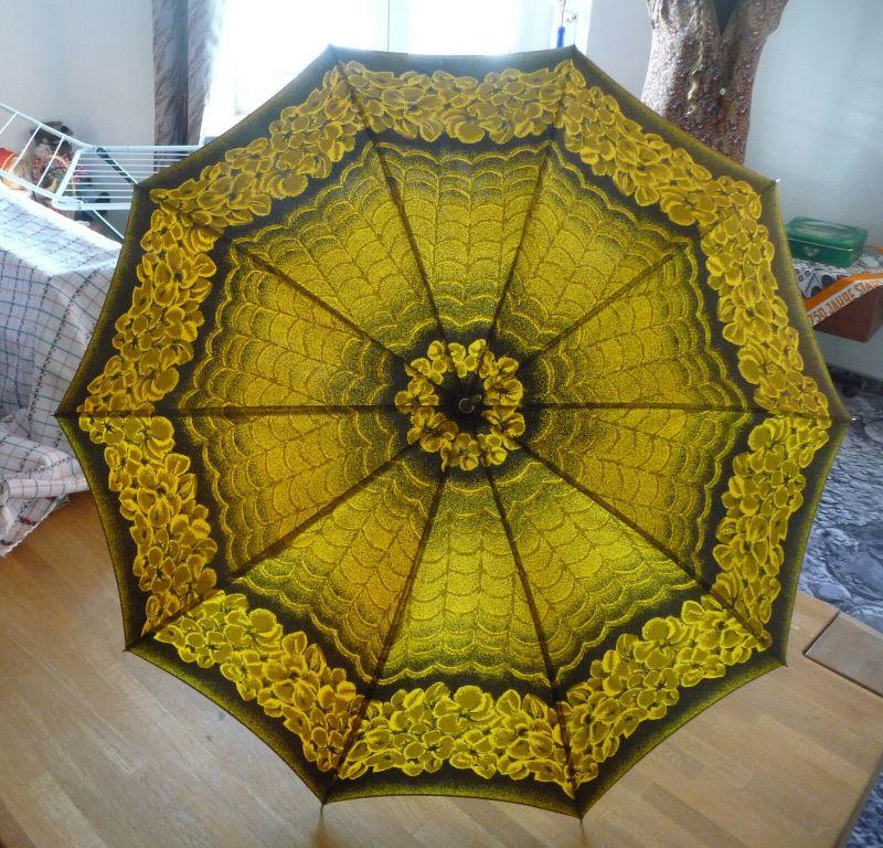 Alter Regenschirm gelb-schwarz in Hülle DDR 1