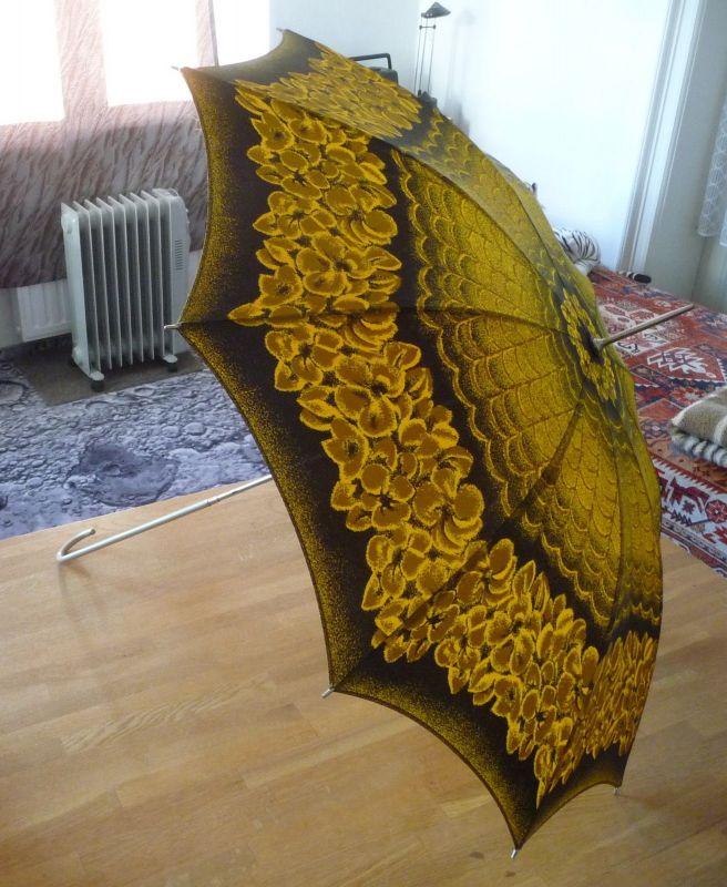 Alter Regenschirm gelb-schwarz in Hülle DDR 2