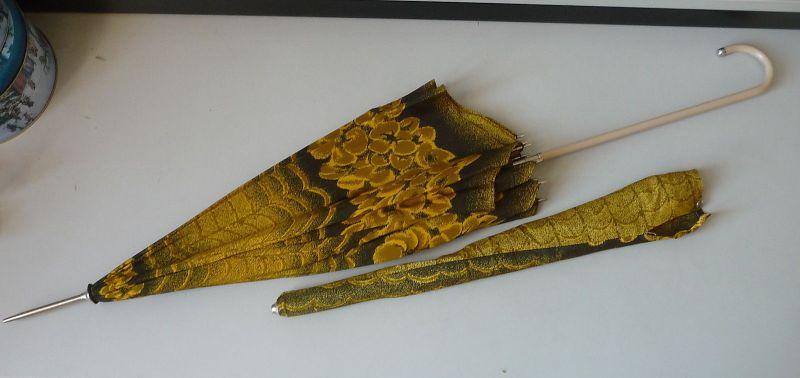 Alter Regenschirm gelb-schwarz in Hülle DDR 3